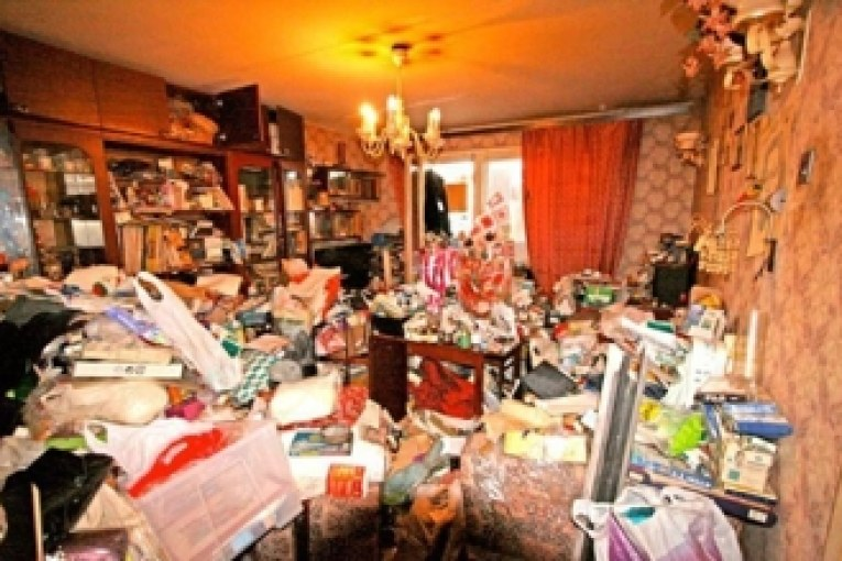Соседка превратила квартиру в помойку