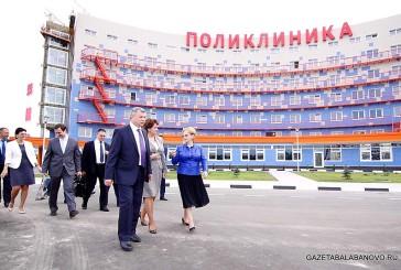 Глава Минздрава России побывала на ряде медицинских объектов Калужской области. В Балабанове она оценила ход строительства детско-взрослой поликлиники