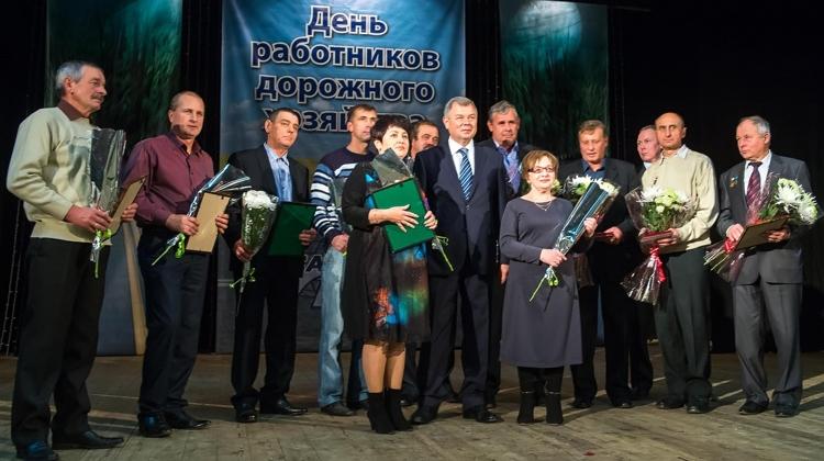 Глава региона поздравил представителей дорожной  отрасли с профессиональным праздником