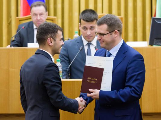 Алексей Никитенко вручил дипломы выпускникам Президентской программы подготовки управленческих кадров