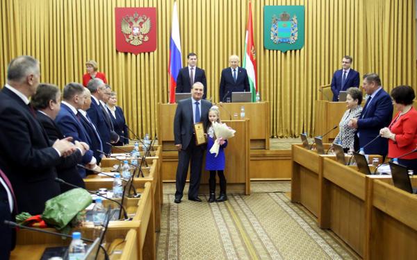 В Законодательном Собрании наградили детей-героев