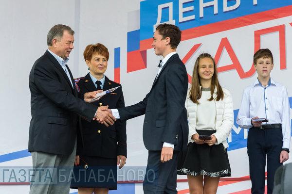 Анатолий Артамонов в Калуге принял участие в праздновании Дня России