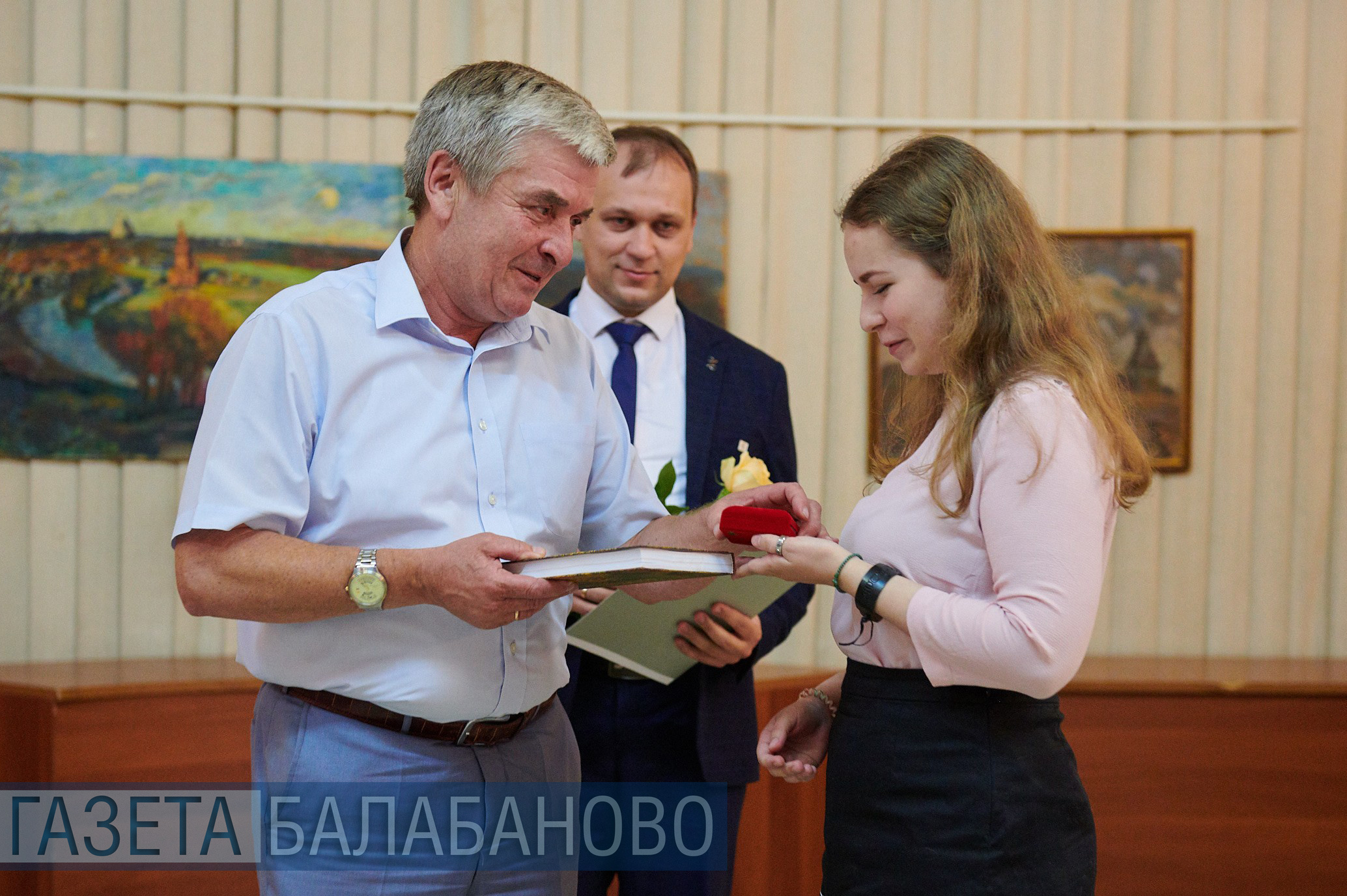 Медалистов наградили