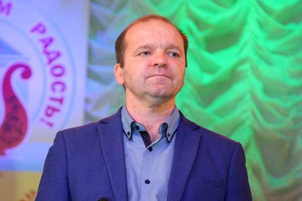 Директором городского ДК назначен Владимир Захватов.