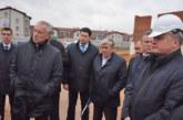 В Балабанове на строительных площадках, где возводятся детсад и школа, побывал министр архитектуры и строительства Беларуси Дмитрий Микулёнок