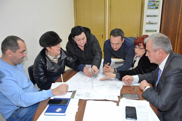 Заместитель главы городской администрации Михаил Иванов провёл встречу с представителями многоквартирных домов №№ 77, 97, 98 по ул.Дзержинского