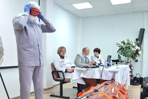 Медработники Калужской области продолжают отработку навыков противостояния коронавирусу