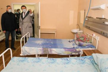 Владислав Шапша посетил калужскую больницу, где разворачиваются дополнительные койки для приёма пациентов с коронавирусом