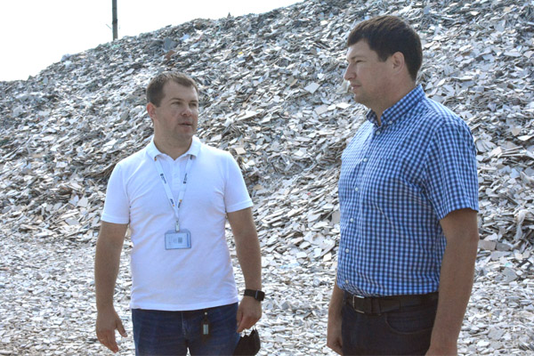 Сегодня утром глава администрации Сергей Галкин провёл встречу с представителем завода «Керамика будущего» Антоном Форостьяном