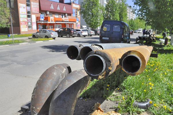 На районной планёрке назвали воздушные трубопроводы наследием, от которого надо планово избавляться
