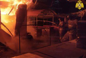 Сегодня в 4.30 в пожарную службу поступило сообщение о пожаре на рынке в г.Балабаново
